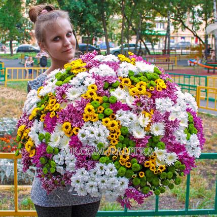 Огромный букет из хризантем (101)