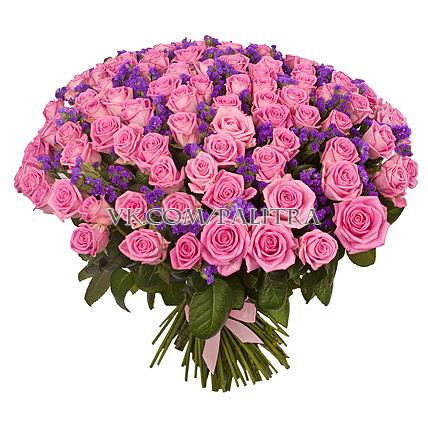 101 розовая роза со статицей