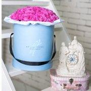 Розовые розы в коробке от Bella Fiori
