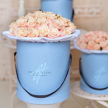 Кремовые розы в стильной коробке