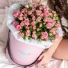 Розовые кустовые розы в стильной коробочке