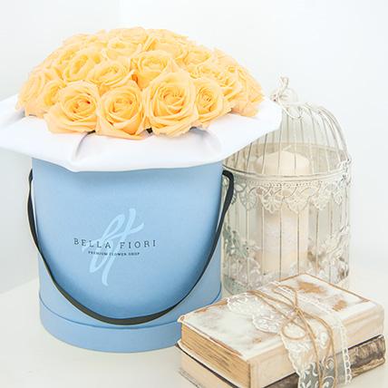 Коробка с кремовыми розами