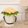 Кремовые розы в малой коробке от Bella Fiori