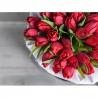 Красные тюльпаны в коробке