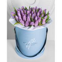 Коробка с нежно-сиреневыми тюльпанами