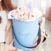 Пионовидные розы Девида Остина персиковые в коробке