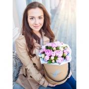 Коробка с пионами белыми и розовыми