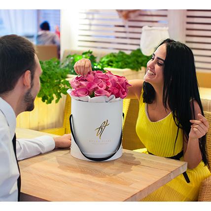 Розовые каллы в коробке Royal