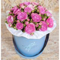 Коробка с пионовидными розами «Баронесса»