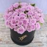 Сиреневые розы кустовые в коробке