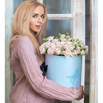 Кустовые розы пастельно-сиреневые в коробке