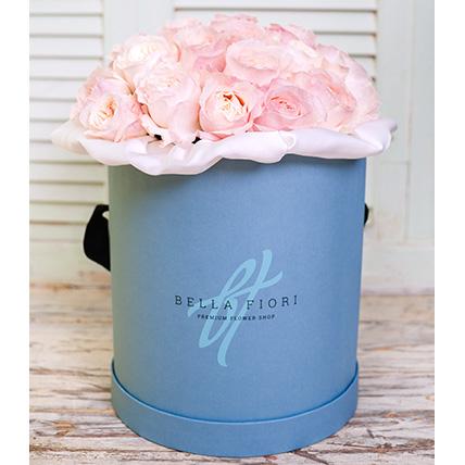 Пионовидные розы Девида Остина нежно-розовые в коробке