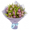 25 сиреневых тюльпанов
