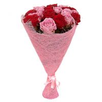 Букет красных и розовых роз «Сияние»