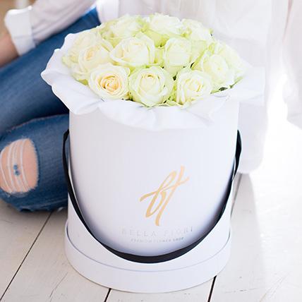 Белые розы в коробке Royal