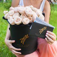 Пионовидные розы «Бомбастик» в коробке Royal