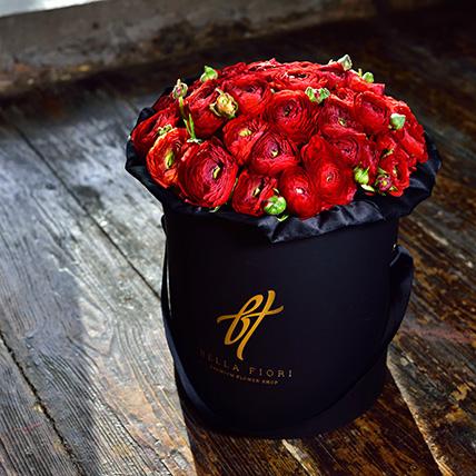Красные ранункулюсы в коробке Royal