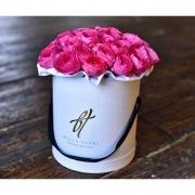 Розовые ранункулюсы в коробке Royal