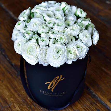 Белые ранункулюсы в коробке Royal