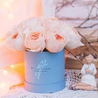 Персиковые пионовидные розы «Джульет» в коробке Baby