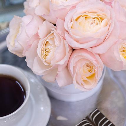 Нежно-розовые пионовидные розы  в коробке Baby