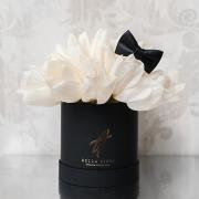 Белые тюльпаны в черной коробке Baby