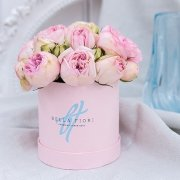 Нежно-розовые пионовидные розы в коробочке Baby