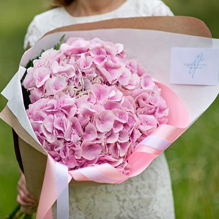 5 розовых гортензий с оформлением