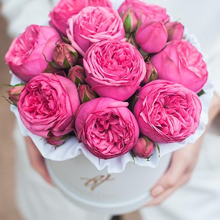 Пионовидные розы «Пинк пиано» в белой коробке Small