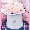 Пионовидные розы Остина «Джульет» в белой коробке Small