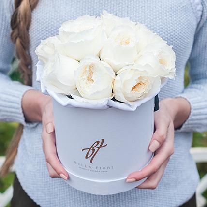 Душистые пионовидные розы Остина «Пейшнс» в белой коробке Small
