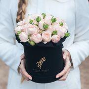 Пионовидные розы «Бомбастик» в черной коробке Small