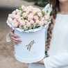 Пионовидные розы «Бомбастик» в белой коробке Royal