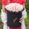 Пионовидные розы Остина «Джульет» в черной коробке Royal