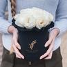 Душистые пионовидные розы Остина «Пейшнс» в черной коробке Small