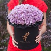 Сиреневые розы в черной коробке Royal