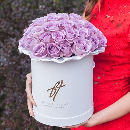 Сиреневые розы в белой коробке Royal