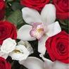 Корзина с орхидеями и розами «Амстердам»