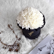 Белый диантус в черной коробке Small