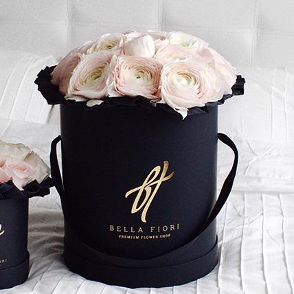 Нежно-розовые ранункулюсы в черной коробке Royal