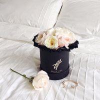 Пионовидные розы Девида Остина в коробке Small