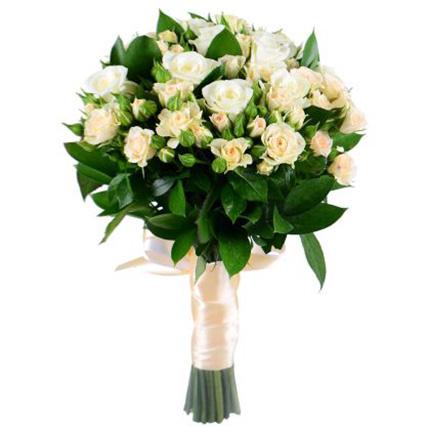 Свадебный букет невесты из кустовых роз №37
