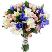 Свадебный букет невесты из кустовых роз с ирисами №38