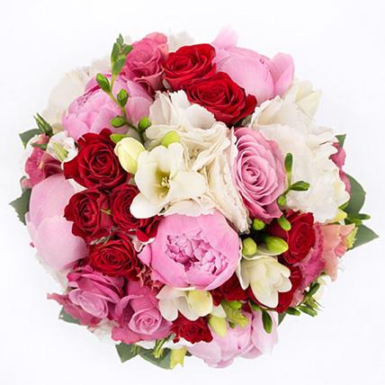 Свадебный букет невесты с пионами и кустовыми розами №86