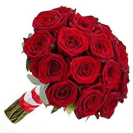Свадебный букет невесты из бордовых роз №101