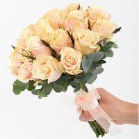 Букет из кремовых роз №105