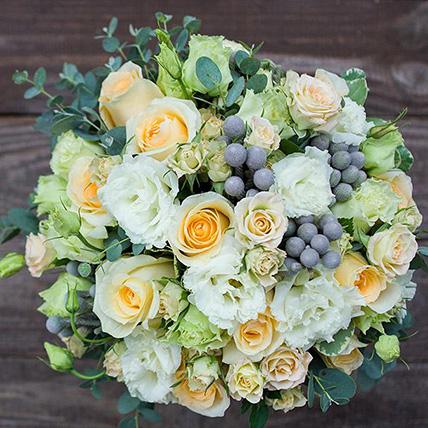 Свадебный букет невесты с розами и лизиантусом №130