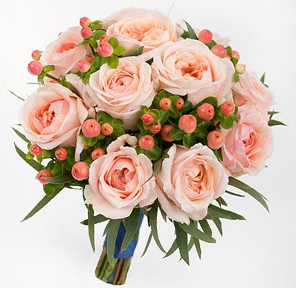 Букет с персиковыми пионовидными розами №151