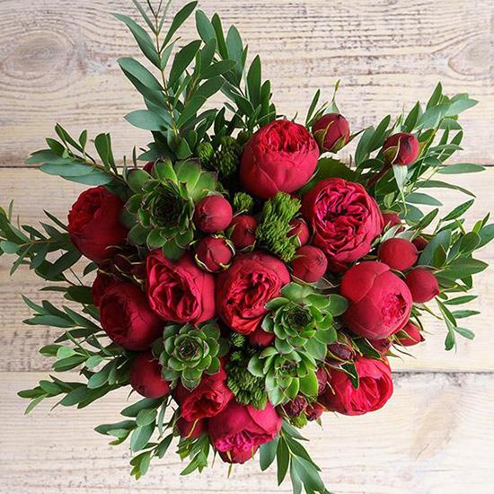 Букет с красными пионовидными розами «Ред пиано» №161