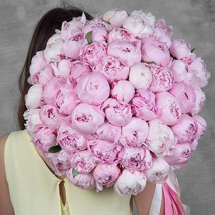 Букет из 55 розовых пионов